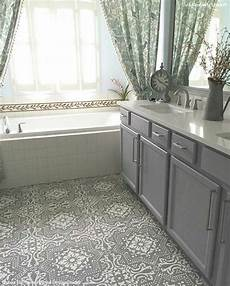 Bathroom Linoleum Tiles by Yes You Can Paint Vinyl Linoleum Floors With Stencils