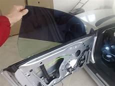 comment bloquer une vitre de voiture qui descend voitures