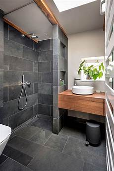 bad grau badezimmer schwarz grau schiefer holz badezimmer