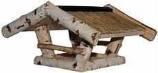 futterhaus aus birkenholz mit strohdach futtermittel