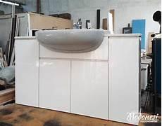 bagni derivati mobile bagno in acrilico con effetto lucido a