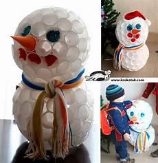 come fare un pupazzo di neve con bicchieri di plastica diy come fare un pupazzo di neve con i bicchieri di