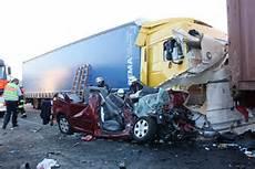 Unfall A 4 - schwerer unfall auf der a4 express de