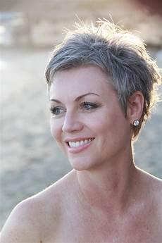 kurze haare grau quellbild anzeigen kurzhaarfrisuren kurze graue