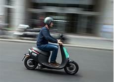 E Roller Berlin - neue mobilit 228 t in berlin welthauptstadt der e scooter