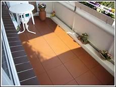 Balkon Bodenbelag Holz Kunststoff Balkon House Und