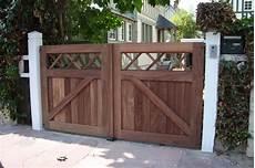 portail en bois portails bois cl 244 tures bataille