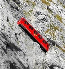 trenino a cremagliera monte pilatus la montagna con il panorama incanta