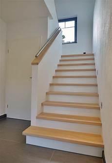 handläufe für treppen wangentreppen aufgesattelt treppenbau becker flur in