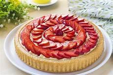 dolce con le fragole fatto in casa da benedetta crostata morbida crema e fragole fatto in casa da benedetta rossi ricetta nel 2020 ricette