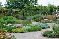 Outdoor Bilder Garten - creative outdoor herb gardens the garden glove