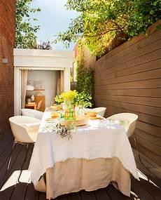 arredare terrazzo lungo e stretto arredare il terrazzo con mobili moderni per un outdoor da