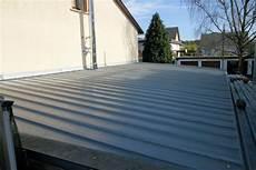 gartenhaus dach trapezblech trapezblech dach erstellen oder das blutige dach