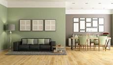 wohnzimmer grün streichen dunkle m 246 bel kombiniert mit gr 252 ner wandfarbe home in