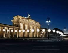 cool stuff berlin wall light installation