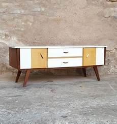 pied de meuble vintage meuble tv vintage bois blanc portes et tiroirs pieds