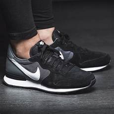 nike wmns internationalist suede schwarz grau