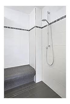 bodengleiche dusche rinnenablauf ablage in der dusche und bord 252 re aus mosaik in holzoptik