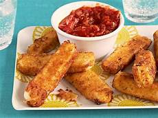 stick de mozzarella mozzarella sticks recipe giada de laurentiis food network