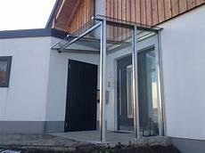 modernes vordach hauseingang mit seitenteil vordach