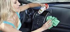 kunststoff im auto reinigen zw 246 lf kunststoff pflegemittel f 252 r den fahrzeuginnenraum im
