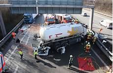 Mehrere Fahrzeuge Beteiligt A81 Nach Unfall Bei
