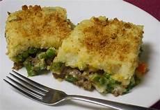 Hackfleisch Kartoffel Auflauf - the mixture green bean mashed potato ground beef