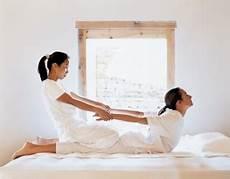 massaggio su futon uma paro retreat health resort bhutan healing hotels