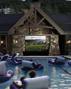 Fernseher Draußen Garten - heimkino pool fernseher coole idee garten gestaltung