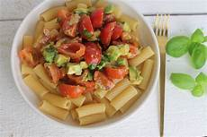 Avocado Rezepte Schnell - schnelle nudeln mit avocado und tomaten fertig in 20 minuten
