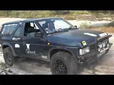 nissan terrano 1 atvtt nissan terrano 1 land rover discovery na areia mov