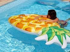 matelas de piscine matelas de piscine gonflable r 233 aliste ananas intex
