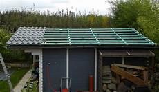 gartenhaus dach abdichten dach beim gartenhaus mit pfannenblechen nachhaltig