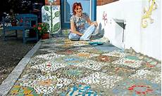 Haus Selber Gestalten - anleitung mosaik im garten legen das haus