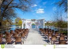 mariage en exterieur 201 t 233 de luxe de c 233 r 233 monie de mariage ext 233 rieur photo stock image du d 233 cor c 233 r 233 monie 62621410
