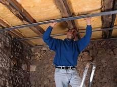 fixation plafond placo faux plafond pose d un faux plafond fixer l ossature