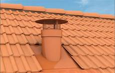 tuile de ventilation vent 233 lia la sortie de toiture sp 233 ciale ventilation