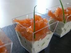 verrines de fetes apéritif verrines saumon fum 233 tzatziki l ap 233 ro du jeudi ou