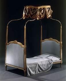 letto con baldacchino letto con baldacchino in legno intagliato avorio e laccato