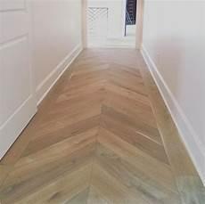fliesen auf holzboden pin von waleed saad auf wood tile floors fischgr 228 t