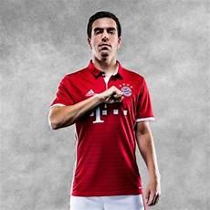 Bayern De Munique Apresenta Novo Uniforme Para Temporada