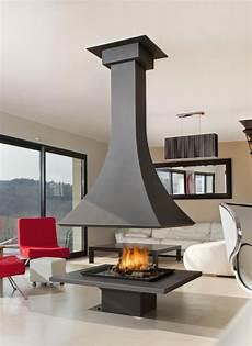 cheminée centrale foyer ouvert cheminee julietta 985 centrale foyer ouvert suspended fireplace open fireplace fireplace design