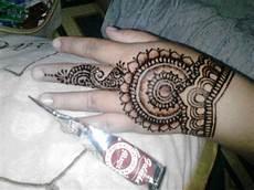 Gambar Hias Tangan Dengan Henna Balehenna
