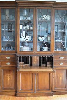 bibliothèque anglaise meuble biblioth 232 que en acajou avec vitrine copie meuble anglais