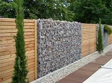 Errichten Gabionen Zaun Mit Holz Sichtschutz In
