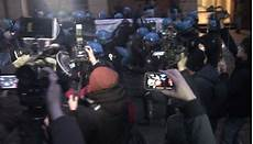studenti bologna bologna gli studenti tornano in piazza ancora scontri e