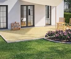 terrassenumrandung mit pflanzen beeteinfassung terrassenumrandung setzen garten