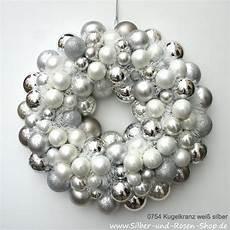 türkranz weihnachten kugeln t 252 rkranz weihnachten kugeln wei 223 chagner weihnachten