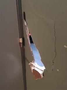 les bricoleuses comment r 233 parer un trou dans un mur en placo