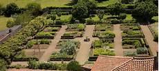 éclairage de jardin liste des jardins d inspiration m 233 di 233 vale wikip 233 dia